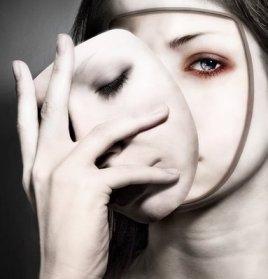 Escondidos tras nuestra máscara social